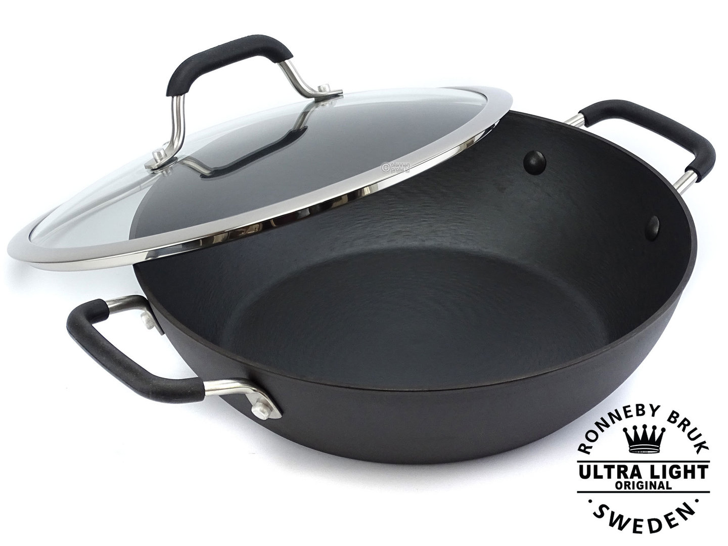 RONNEBY BRUK pre-seasoned cast iron sauté pan ULTRA LIGHT 28 cm with glass lid