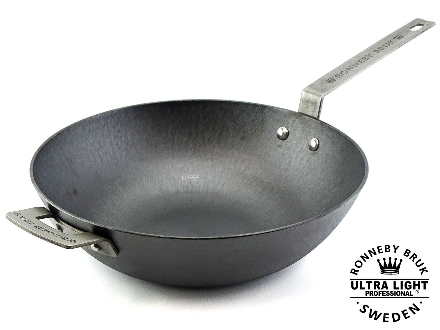 RONNEBY BRUK pre-seasoned cast iron wok pan ULTRA LIGHT PROFESSIONAL 32 cm